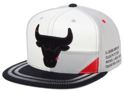 Chicago Bulls Mitchell   Ness NBA On Point Snapback Cap 61a61cf079ef