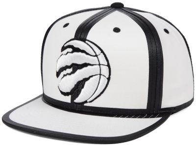 07b56f814e8 Toronto Raptors Mitchell   Ness NBA White Toon Snapback Cap