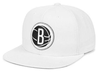 4a18a2abab5 Brooklyn Nets Mitchell   Ness NBA White Zig Zag Snapback Cap